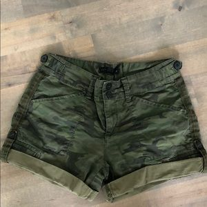 Women's Sanctuary Sz 24 Mother Nature Camo Shorts